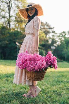 Stylish Dpz, Stylish Girl, Flower Girl Photos, Flower Girl Dresses, Eiffel Tower Photography, Frock For Women, Cute Young Girl, Digital Art Girl, Looks Style