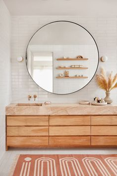 Home Interior Inspiration modern bathroom design with terracotta and cream rug and extra large round mirror Bad Inspiration, Bathroom Inspiration, Interior Inspiration, Mirror Inspiration, Modern Bathroom Design, Bathroom Interior Design, Bath Design, Bathroom Designs, Modern Bathroom Lighting