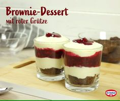 Brownie dessert with groats- Brownie-Dessert mit Grütze Brownie dessert with groats: juicy brownie with fruit groats and mascarpone cream - Dessert Mousse, Dessert Oreo, Healthy Dessert Recipes, Easy Desserts, Snack Recipes, Dessert Simple, Brownie Desserts, Brownie Recipes, Desserts Sains
