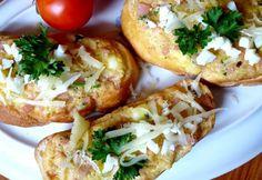 Egy melegszendvics simán meg tud menteni egy elrontott napot is - dobj rá mindent, amit csak kívánsz, és told sütőbe vagy serpenyőbe, aztán nyúlhat a sajt, amerre csak lát! Bagel, Baked Potato, Hamburger, Food And Drink, Potatoes, Bread, Baking, Ethnic Recipes, Pizza