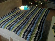 Mijn poef kleed is eindelijk af!:) Granny stripe