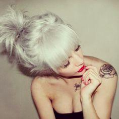 platinum white blonde hair what an beautiful hair color ! Silver Hair Tumblr, Silver Grey Hair, Silver Blonde, Silver Color, Short Silver Hair, Silver Ombre, Pearl Color, Best Hair Dye, White Blonde Hair