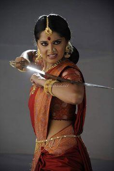 #sari #sword Mercedes Benz, Fighting Poses, Sword Fight, Action Poses, Warrior Princess, Badass Women, Costume, Female Characters, Feminism