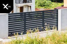 Modern sliding gate with automation // Nowoczesna brama przesuwna wykonana z aluminium z trwałą automatyką. Aluminum Driveway Gates, Modern Fence, Outdoor Furniture, Outdoor Decor, Outdoor Storage, Full Moon, Home Decor, Harvest Moon, Decoration Home