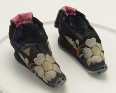 Antique Chinese Lotus Foot Binding Shoes Embroidered Silk Goldfish Black #Unknown
