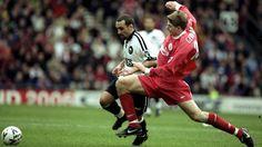 Francesco Baiano y Steven Gerrard disputando el Derby County-Liverpool Steven Gerrard, Liverpool Football Club, Liverpool Fc, Stevie G, Derby County, You'll Never Walk Alone, Base