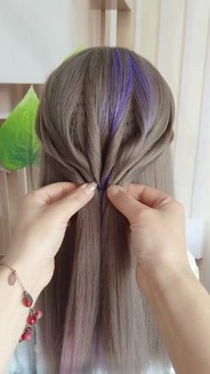 arts créatifs TikTok - y compris musical. Creative Hairstyles, Popular Hairstyles, Messy Hairstyles, New Hair, Your Hair, Trending Haircuts, Grunge Hair, Tips Belleza, Stylish Hair
