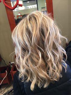 Haircuts For Medium Hair, Medium Hair Styles, Curly Hair Styles, Hair Color And Cut, Hair Affair, Great Hair, Hair Today, Hair Highlights, Hair Dos