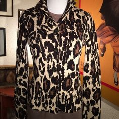 SALE Host Pick VTG DVF Knit jacket Everything comes back! And it always seem better when it's vintage. Classic animal print knit jacket. Wonderful details. So on trend! Fitted. Excellent vintage condition. Marked a size 4 but fits like a small 4 or 2. Jackets & Coats