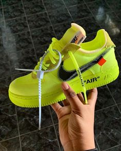 Nike Air Force off white neon green Basket Originale, Basket Style, Sneakers Fashion, Shoes Sneakers, Hype Shoes, Fresh Shoes, Sneaker Heels, Custom Shoes, Shoe Game