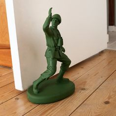 Keep your household doors open with this strong Home Guard Door Stop. The doorstop in the style of a soldier.