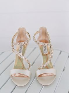 Bride's Shoes: Badgley Mischka - http://www.stylemepretty.com/portfolio/badgley-mischka Photography: Cassidy Carson Photography - cassidycarsonphotography.com   Read More on SMP: http://www.stylemepretty.com/2016/11/11/derby-day-wedding-in-nashville/