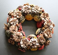 Workshopprogramma Hobbyatelier De Pottekijker in Borger Burlap Wreath, Wreaths, Home Decor, Decoration Home, Room Decor, Bouquet, Interior Decorating, Floral Arrangements