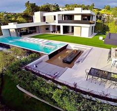 Modern architecture house design with minimalist style and luxury exterior and interior and using the perfect lighting style is inspiration for villas mansions penthouses Luxury Modern Homes, Luxury Homes Dream Houses, Modern Mansion, Dream Home Design, Modern House Design, Modern Exterior, Exterior Design, Modern Architecture House, Architecture Design