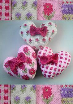 knit hearts..so sweet.