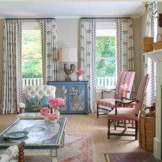 Splendide le tende ricamate di Chelsea Textiles design Stephanie Horton.