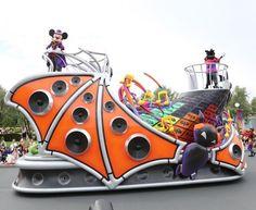 東京ディズニーランド初のパレード「ハロウィーン・ポップンライブ」が開催