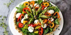 Parsasalaatti syötävässä siemennäkkärikulhossa tarjoaa sekä silmänruokaa että mahan täytettä.