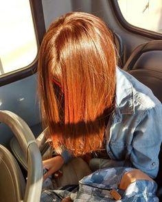 Sem falar naquele momento em que você se apaixona por um cabelo que vê passando na rua. | 19 verdades que toda ruiva de farmácia conhece bem