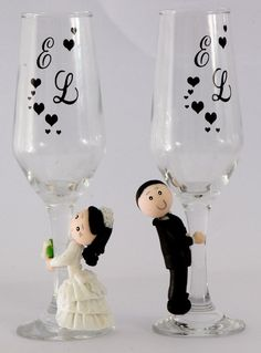 Taças personalizadas wedding glass for guests;wedding glass for bride and groom;wedding glass for bridal party Wedding Wine Glasses, Wedding Champagne Flutes, Champagne Glasses, Wedding Crafts, Diy Wedding, Wedding Decorations, Table Wedding, Decorated Wine Glasses, Painted Wine Glasses
