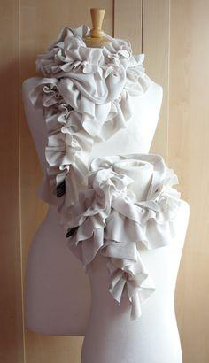 Maman et moi texturé ruffle scarf par FAIRYTALE13  par FAIRYTALE13
