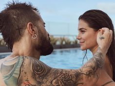 Discover recipes, home ideas, style inspiration and other ideas to try. Perfect Woman, Couple Goals, Relationship Goals, Abs, Hair Beauty, Couple Photos, Erika, Couples, Youtubers