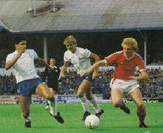 Tottenham 4 Nottm Forest 1 in Sept 1982 at White Hart Lane. Ian Wallace breaks for Forest #Div1