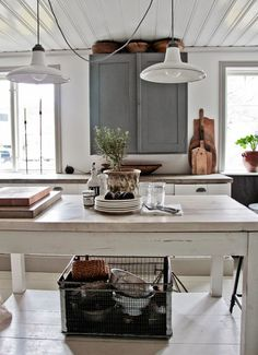 Farmhouse Kitchen Decor Ideas: Great Home Improvement Tips You Should Know! You need to have some knowledge of what to look for and expect from a home improvement job. Country Kitchen, New Kitchen, Kitchen Dining, Kitchen Decor, Kitchen Island, Island Table, Cozy Kitchen, French Kitchen, Country Farmhouse