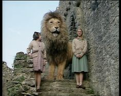 Aslan, Susan and Lucy in the BBC television adaption of The Lion, the Witch and the Wardrobe Narnia 1, Narnia Lion, Narnia Movies, Fantasy Films, Fantasy Series, Chronicles Of Narnia Books, Narnia Wardrobe, Georgie Henley, My Fantasy World
