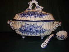 Soup Tureen Made in Portugal, beautiful fluting Kings Table, White Soup, Blue Dinnerware, Blue And White China, White Porcelain, Gravy Boats, Soup Bowls, Pottery, Spoons