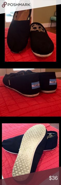 """Black Canvas Toms These were worn twice before I noticed that they were size 8.5 WIDE.  no wonder I kept walking """" out of them, """".  No box, sorry. Toms Shoes Flats & Loafers"""