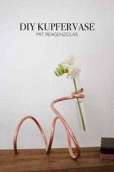This decoration DIY belongs to the category Diy Flowers, Flower Vases, Flower Arrangements, Copper Tubing, Copper Wire, Copper Decor, Diy Bouquet, Idee Diy, Handmade Copper
