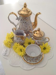 Tea time/ borrowing this from Anna, this is so pretty...............