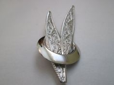 Signed BOND BOYD STERLING Double Leaf In A Ring With Ivy Design Brooch
