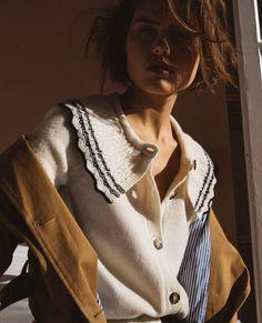 Смотри галерею - парижская уличная мода 2021, 40 актуальных образов! Джемпер Balzac Paris, коллекция весна 2021 Photo: @balsac_paris_ #тренды2021 #весна2021 #образы2021 #уличныетренды2021 #джинсы2021 #актуальныеобразы2021 #базовыйгардероб2021 #парижскийстиль2021 #гардероб #стиль #женскийгардероб #джинсы2021 #образынавесну Paris Outfits, Spring Outfits, Style Désinvolte Chic, Style Parisienne, Parisian Chic, Fuchsia, Pull, Casual Chic, What To Wear