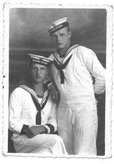 Marynarze Flotylli Pińskiej w mundurach letnich.