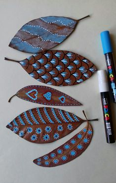 Painted leaves Source by mervegngry Leaf Crafts, Diy And Crafts, Arts And Crafts, Paper Crafts, Autumn Crafts, Nature Crafts, Painted Leaves, Painted Rocks, Diy For Kids