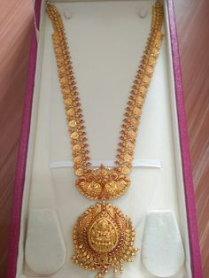 Gold Temple Jewellery, Gold Wedding Jewelry, Gold Jewellery Design, Bridal Jewelry, Gold Jewelry, Gold Earrings Designs, Necklace Designs, Antique Necklace, Gold Necklace