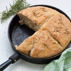 Det behövs inte mer än vatten, salt, jäst och vetemjöl för ett gott bröd. Det här slipper du dessutom knåda! Veggie Recipes, Baking Recipes, Vegetarian Recipes, Veggie Food, Swedish Bread, Going Vegan, No Bake Desserts, Bread Baking, Cornbread