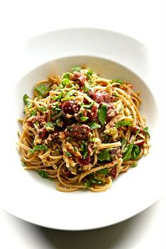 Spaghetti w/ olives and bread crumbs - Smith's #Vegan Kitchen