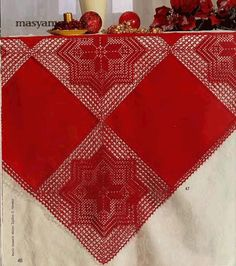 Салфетки-новогодние-Burda-special-E825-Филейное-вязание-2.gif (700×789)
