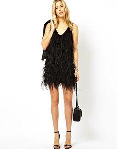 Un perfecto vestido negro al más puro estilo años 20.  www.silviafoz.com