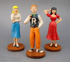 DH Deluxe Classic Archie Character Statues: Betty, Archie, and Veronica Archie Comics Betty, Archie Betty And Veronica, Archie Comics Characters, Archie Comic Books, Classic Cartoon Characters, Classic Cartoons, Archie Jughead, Joe Kubert, Archie Andrews