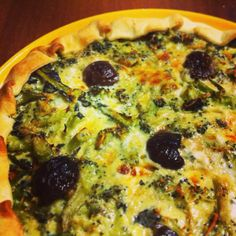 Stasera una bella #quiche con #uovo, #panna da #cucina, #stracchino, #parmigiano, #sale, #olio, #broccoli e #olive!! Squisitissima!  Buona #cena da #ricettelastminute! #love #food #instafood #instaphoto #italia #italy #sicilia #sicily #catania