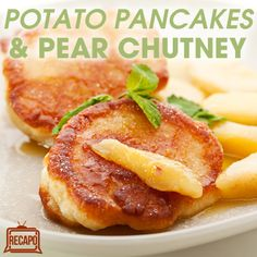 Bobby Flay visited Rachael Ray's kitchen before the first night of Hanukkah to offer his Potato Pancakes Recipe, served with Pear Chutney and Creme Fraiche. Potato Pancakes, Breakfast Pancakes, Morning Breakfast, Best Breakfast, Sunday Morning, Breakfast Recipes, Pear Recipes, Yummy Recipes, Yummy Food