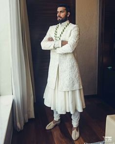 Hair and beauty indian Fashion weeks, Fashion weeks design, london Fashion weeks, Sherwani For Men Wedding, Wedding Dresses Men Indian, Wedding Dress Men, Wedding Suits, Casual Wedding, Groom Outfit, Groom Dress, Men Dress, Outfit Jeans