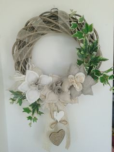 ghirlanda con rose di lino fatta da Laura Tosi (da la bottega di Elisa)