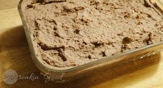 This pâté tastes absolutely decadent! Made with bacon and lots of caramelized onions, it comes together fairly quickly and packs quite the flavour punch! Chicken Liver Pate, Chicken Livers, Brownie Desserts, Liver Pate Recipe, Pate Recipes, Meat Markets, Yummy Treats, Delish, Healthy Recipes