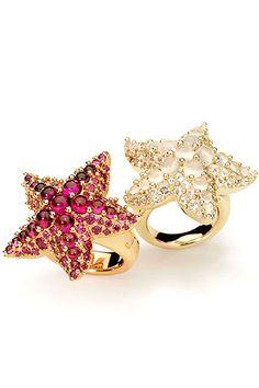 """Anillos con forma de estrella de mar, de la colección """"Sirene"""" de Pomellato."""