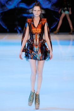 Alexander McQueen Spring 2010 Ready-to-Wear Collection Photos - Vogue